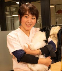 動物看護師の鎌倉純子です。たくさんのねこ達とのふれあいの中で心がけていることは、そのコに寄り添うこと。心が通うコミュニケーションを大切にしています。