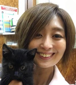 動物看護師の重田典佳です。数年前のペットロスをきっかけに、スキル向上のためCATvocateを修了。猫ちゃんとオーナーさまの幸せをサポートさせていただきます。